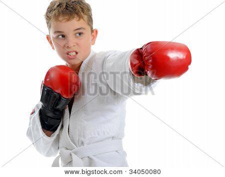Karatê de formação do jovem rapaz.