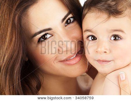 Mãe e retrato de bebê closeup, rostos felizes, retrato de família árabe, adorável menino, mãe e ki