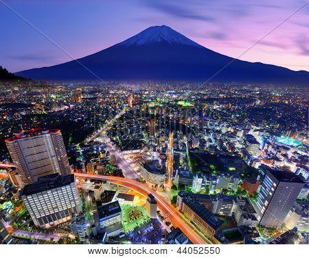 Distrito de Ueno e Mt. Fuji em Tóquio, Japão.