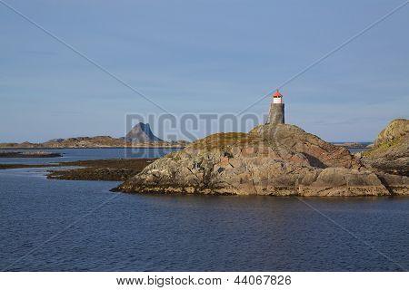 Faro de la costa Noruega