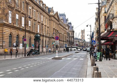 Rue De Rivoli In Paris