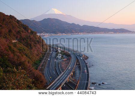 Mt. Fuji e via expressa
