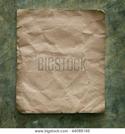 Reciclar papel en pared de cemento