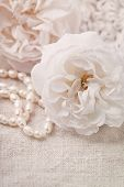 image of mother-of-pearl  - White roses and pearl necklace - JPG