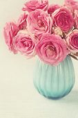 picture of vase flowers  - Pink flowers in a vase - JPG