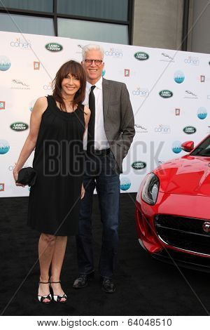 LOS ANGELES - APR 25:  Mary Steenburgen, Ted Danson at the 2014 LA Modernism Show Opening Night at 3Lab on April 25, 2014 in Culver City, CA