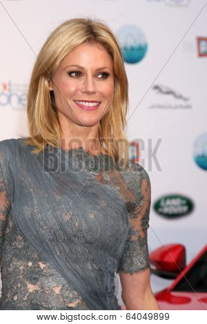 LOS ANGELES - APR 25:  Julie Bowen at the 2014 LA Modernism Show Opening Night at 3Lab on April 25, 2014 in Culver City, CA