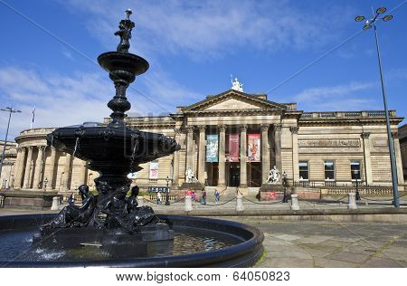 Walker Art Gallery And Steble Fountain In Liverpool