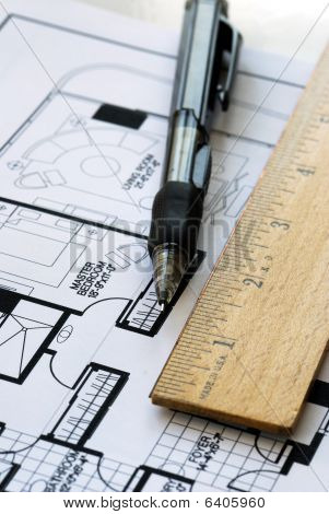 Drawing the floorplan with a pen and ruler