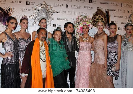 LOS ANGELES - OCT 15:  Sue Wong, Dave Navarro, Katie Cleary, models at the Sue Wong