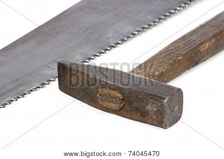 Photo of handsaw's teeth and hammer