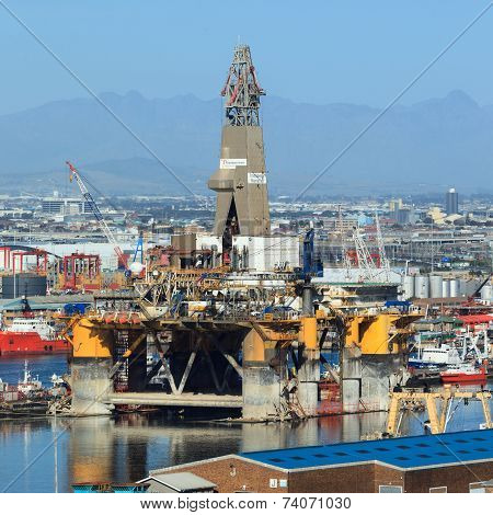 Cape Town, South Africa-october, 14: Semi Submersible Drilling Rig Parked In The Middle Of The Shipy