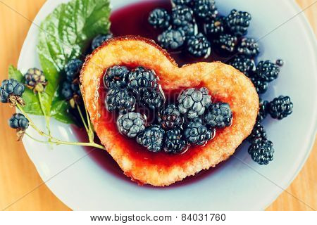 Sweet berry omelet with blackberry