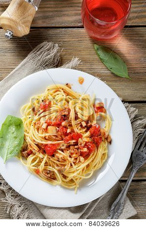 Pasta With Tomato Slices And Mushrooms