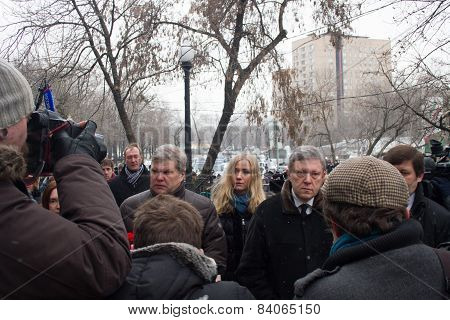The Leaders Of The Party Yabloko Sergei Mitrokhin And Grigory Yavlinsky At The Funeral Of Boris Nemt