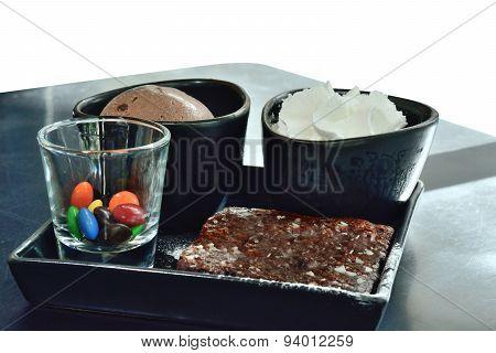 Dessret Icecream Chocolate Scoop With Brownie Set For Serve