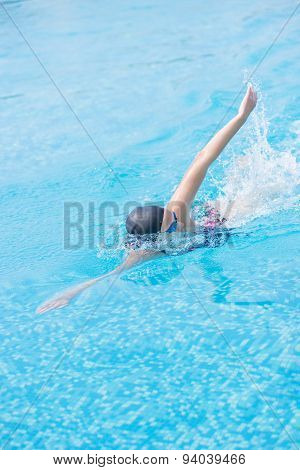 Woman in goggles swimming front crawl style