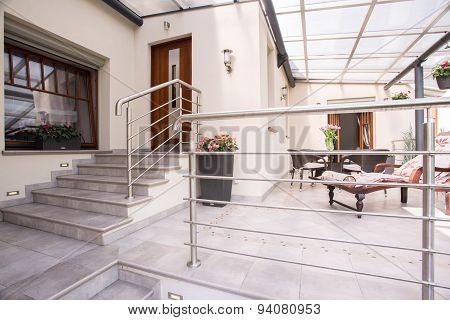 Detached House With Cozy Patio