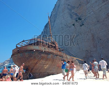 Tourists and shipwreck