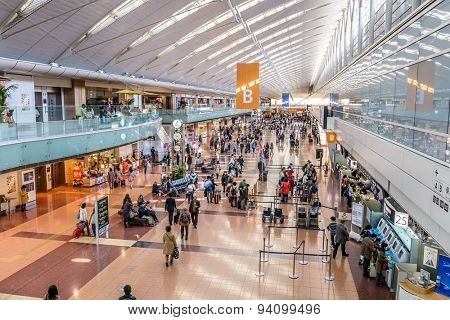 TOKYO, JAPAN - MARCH 24, 2014: Passengers in Terminal B of Haneda Airport. Haneda is one of the two primary airports that serve the Greater Tokyo Area.