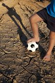 picture of barefoot  - A barefoot boy wants to play football - JPG