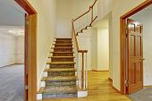 ������, ������: Beautiful Entrance To House With Stairs