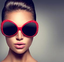 pic of big-girls  - Beauty Fashion model brunette girl wearing stylish sunglasses - JPG
