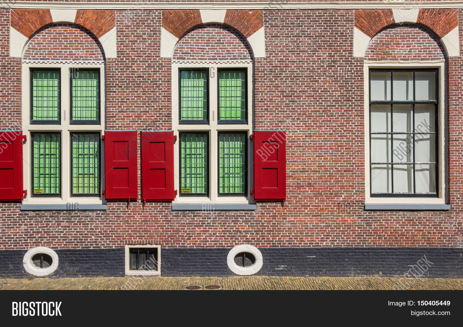 Window and blinds of a traditional dutch house in alkmaar for Classic dutch house of 60m2