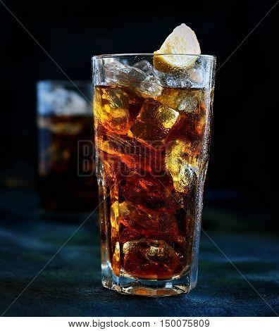 ced tea and lemon glass on a dark background