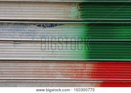 Red and green lines on the metal backgrounds.