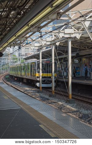 TOKYO  , JAPAN - MAY 1 , 2016 :  Train at Railway stations in tokyo japan .  Tokyo, Japan. MAY 1 2016.