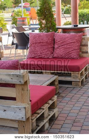 Seating from Euro pallets - Upcycling - rustic wooden furniture