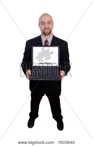 Empresário segurando um Laptop