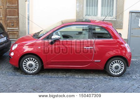 Red Fiat 500, New Version