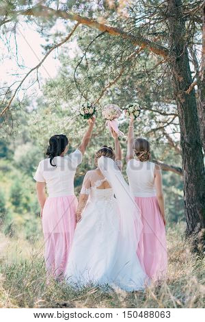 The Bride And Her Girlfriends Spent A Good Time In The Park