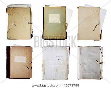 conjunto de pastas com a pilha de papéis, isolado no fundo branco com traçado de recorte
