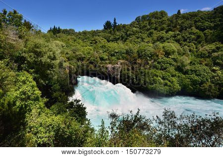 Pacific-nz-new-zealand-north-island-taupou-lake-huka-falls