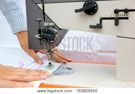 seamstress sew for model new fashion suit