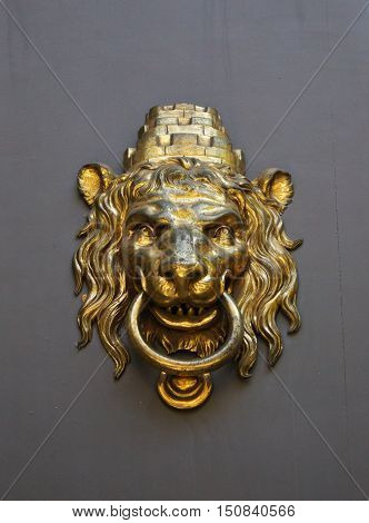 Leon Doorknob Stock Photos - Gold Lion Door Knocker