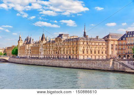 Castle - Prison Concierges And Exchange Bridge On The Seine In Paris. France.