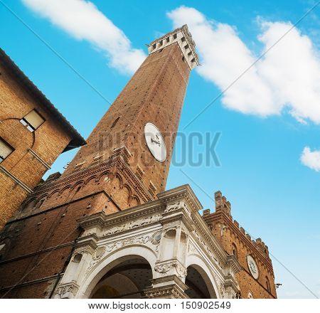 Torre del Mangia in Piazza del Campo, Siena