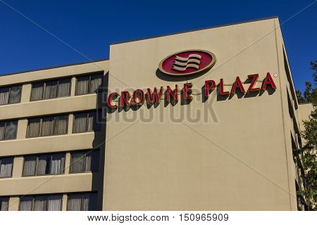 Indianapolis - Circa October 2016: Crowne Plaza Airport Hotel Location. Crowne Plaza is part of InterContinental Hotels Group II