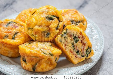 Egg muffins with spinach, bacon and cheese