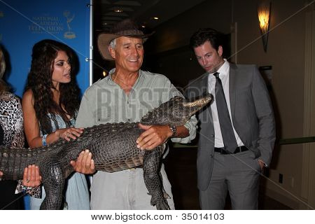 LOS ANGELES - JUN 17:  Lindsay Hartley, Jack Hanna & Baby Alligator, Michael Muhney arriving at the 38th Annual Daytime Creative Arts & Entertainment Emmy Awards on June 17, 2011 in Los Angeles, CA