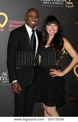 LAS VEGAS - JUN 19:  Wayne Brady arriving at the 38th Daytime Emmy Awards at Hilton Hotel & Casino on June 19, 2010 in Las Vegas, NV.