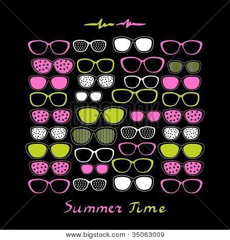 Color gafas y gafas de sol sobre fondo negro.