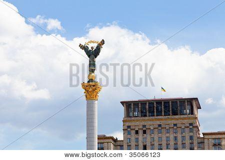 Monument To Berehynia On Kiev's Maidan