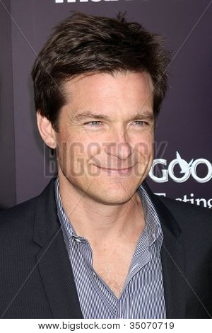 LOS ANGELES - 11 de JUN: Jason Bateman chegando no 10º crisálida Butterfly Ball em casa privada o