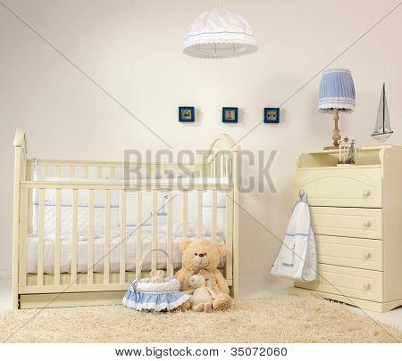tapete de cama do interior do quarto de bebê dentro de casa