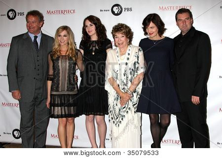 LOS ANGELES - JUL 21:  Hugh Bonneville,  Froggatt, Michelle Dockery, Shirley MacLaine, McGovern,  Coyle at a photocall for